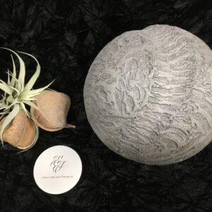 Menschenurne-Kugel-mittelgrobe-Nut-Struktur-grau-XXL-12kg