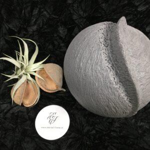 Menschenurne-Kugel-grau-Nut-Kamm-XXL-12kg