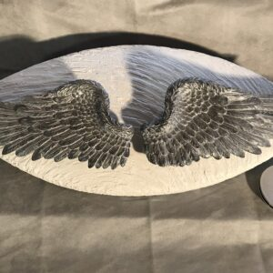 Menschenurne mit Engelflügel und Deckel